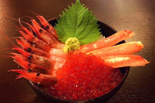 赤の三色丼(カニ)
